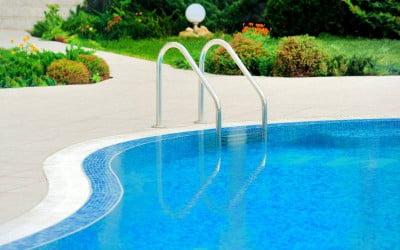 Pavimentos exteriores y soluciones para coronamiento de piscinas
