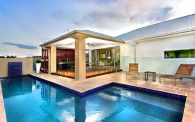 Pon suelo antideslizante en tu piscina